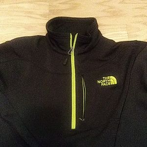 The Northface pullover with 1/4. Sz Lg
